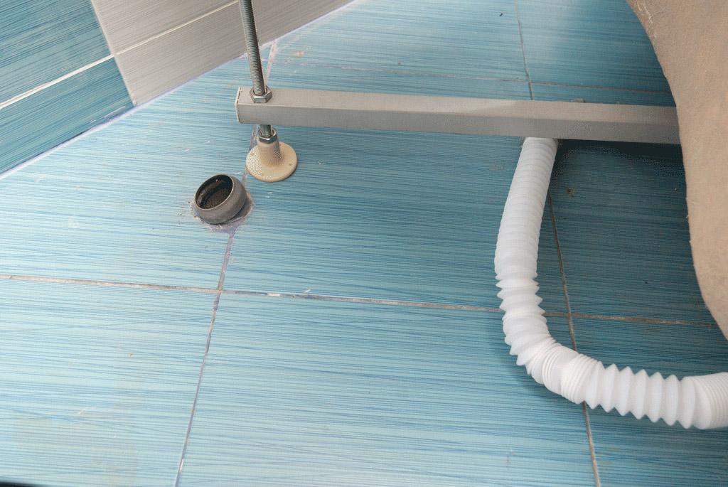 Kuinka asentaa suihkukaappi omiin käsiisi